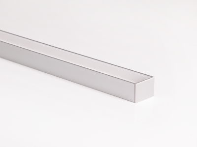 VERS-Flush (02) - Linear fixture featuring a coextruded PMMA lens with an internal reflector